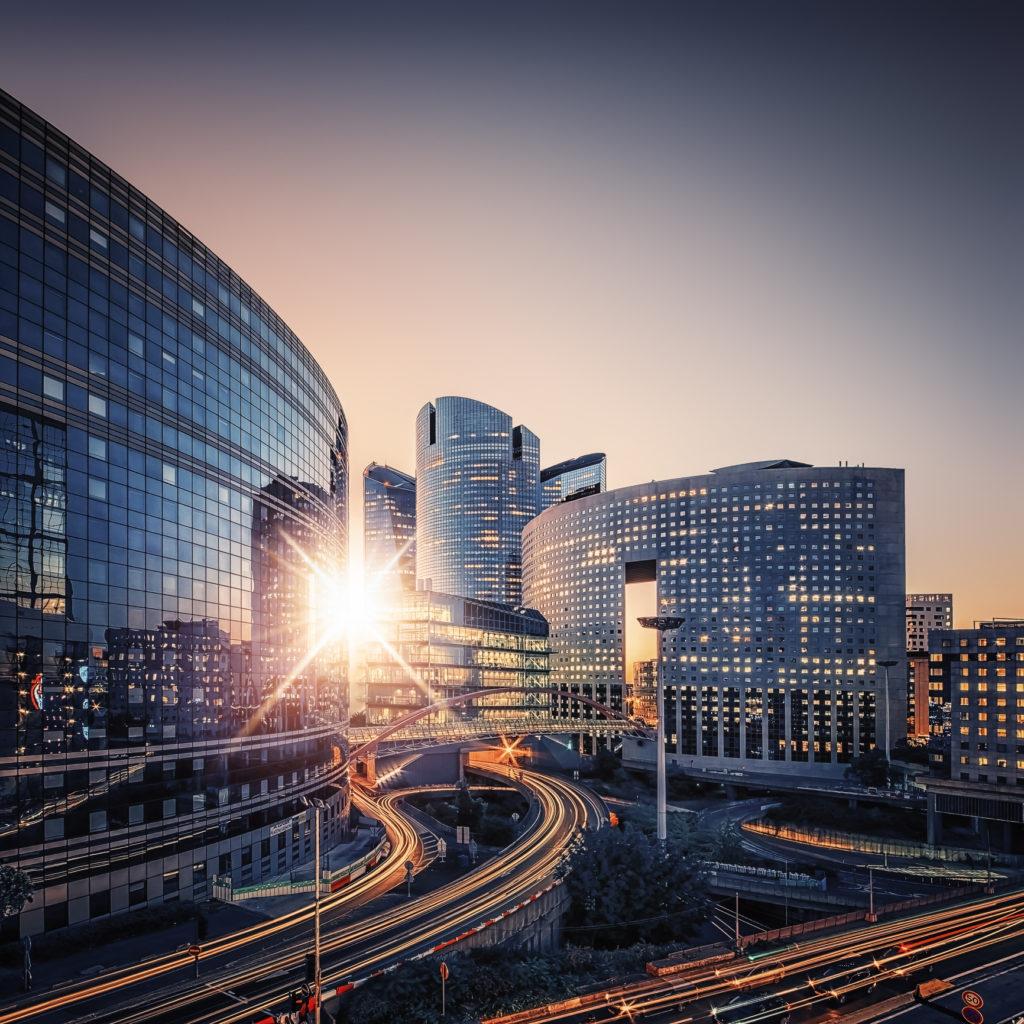 route et grande tour à la Défense Paris page promoteur Groupe CEA